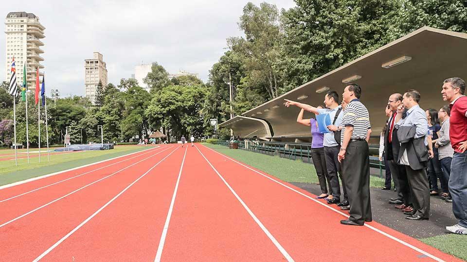 Representantes-do-Comite-Olimpico-Chines---Pista-de-Atletismo_-RicardoBufolin